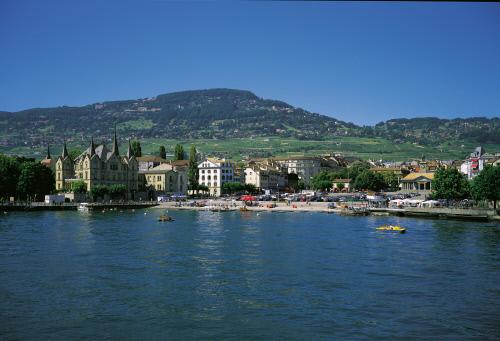 Вид на город со стороны Женевского озера, Вевей.jpeg