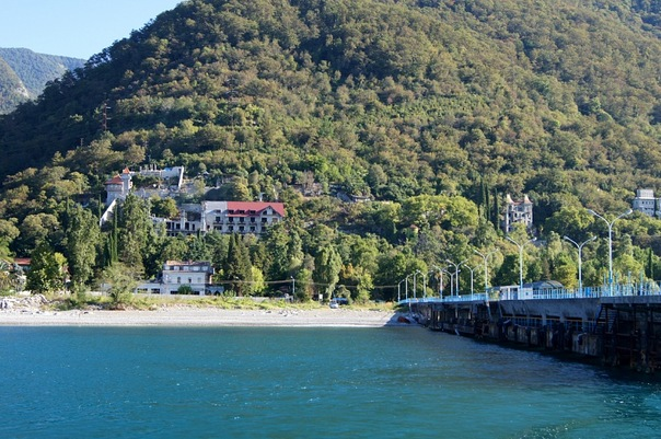 Вид с моря, Гагра, Абхазия.jpg