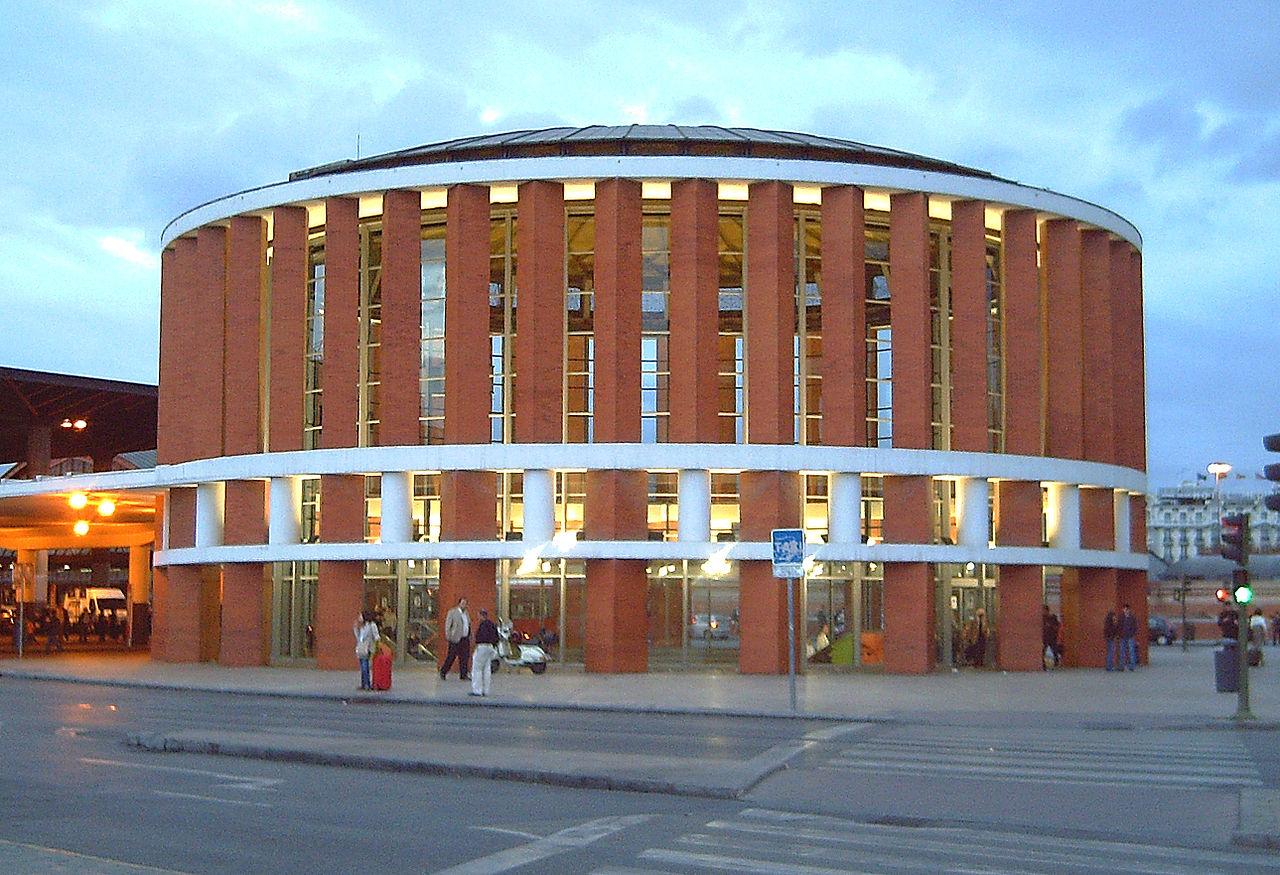 Вокзал Аточа, один из входов