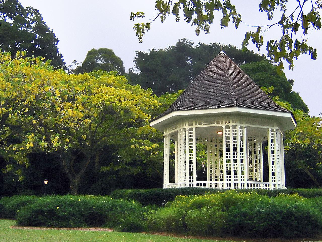 Исторический бельведер в ботаническом саду Сингапура
