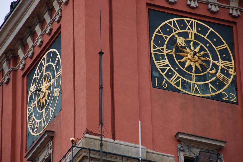 Королевский замок в Варшаве, часы