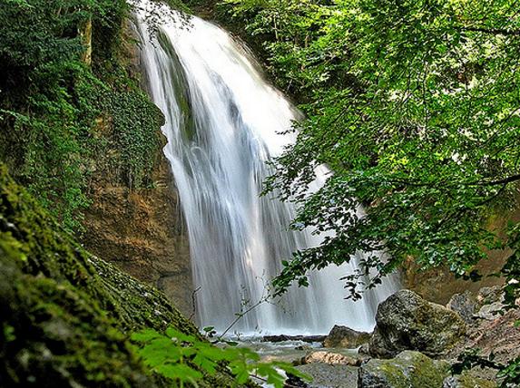 Вечно журчащий водопад
