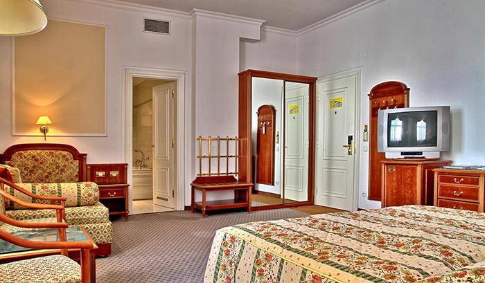 5 симпатичных и недорогих отелей в Праге Ambassador Zlata Husa 5.jpg