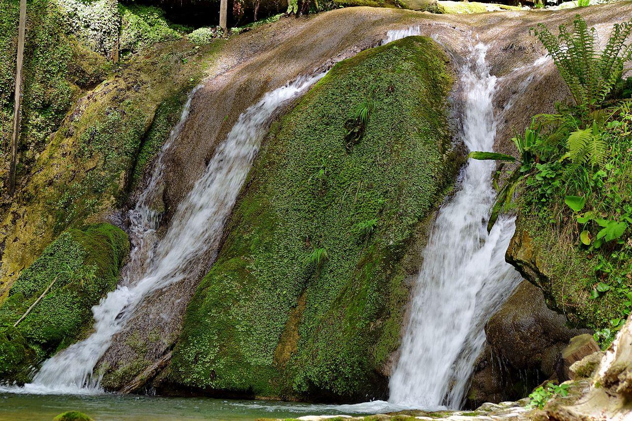 В горном ущелье Тридцать три водопада, Сочи