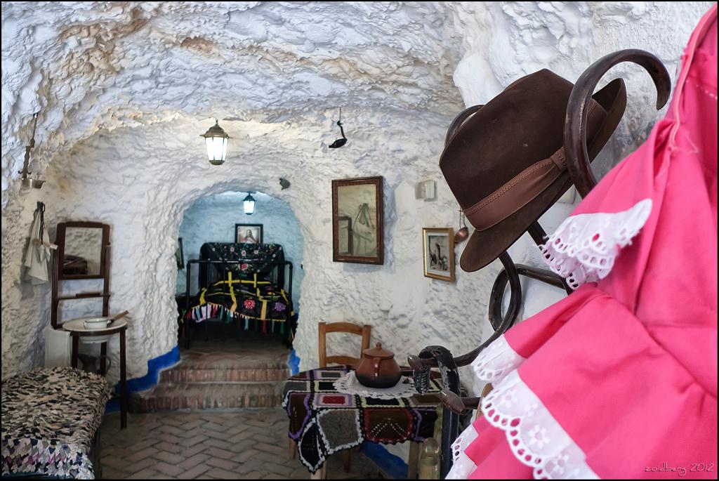 Интерьер пещеры Сакромонте (музей)