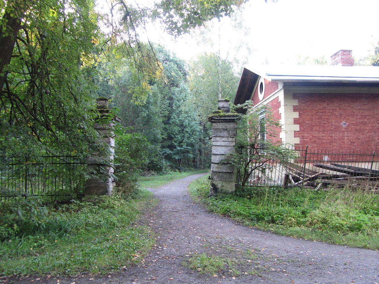 Каскадские ворота в парке Сильвия (Гатчина)