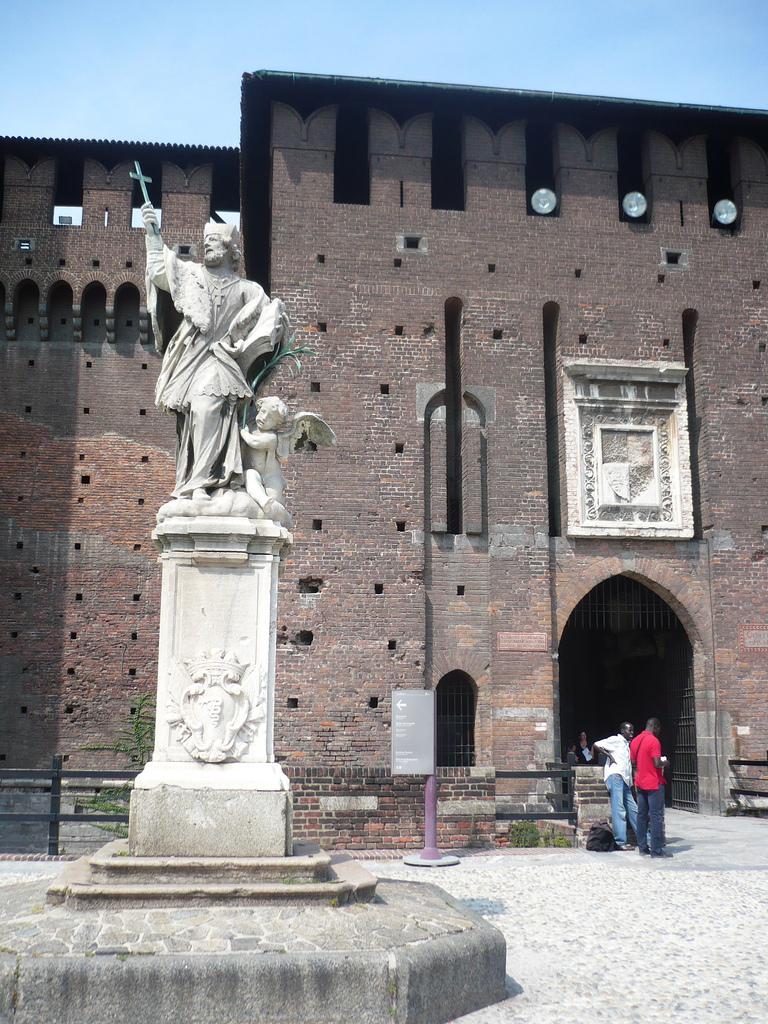 Статуя Франческо Сфорца, Замок Сфорца, Милан
