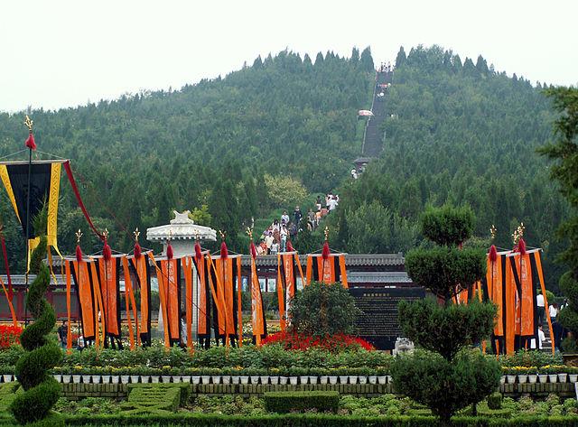Надгробный курган Цинь Шихуанди