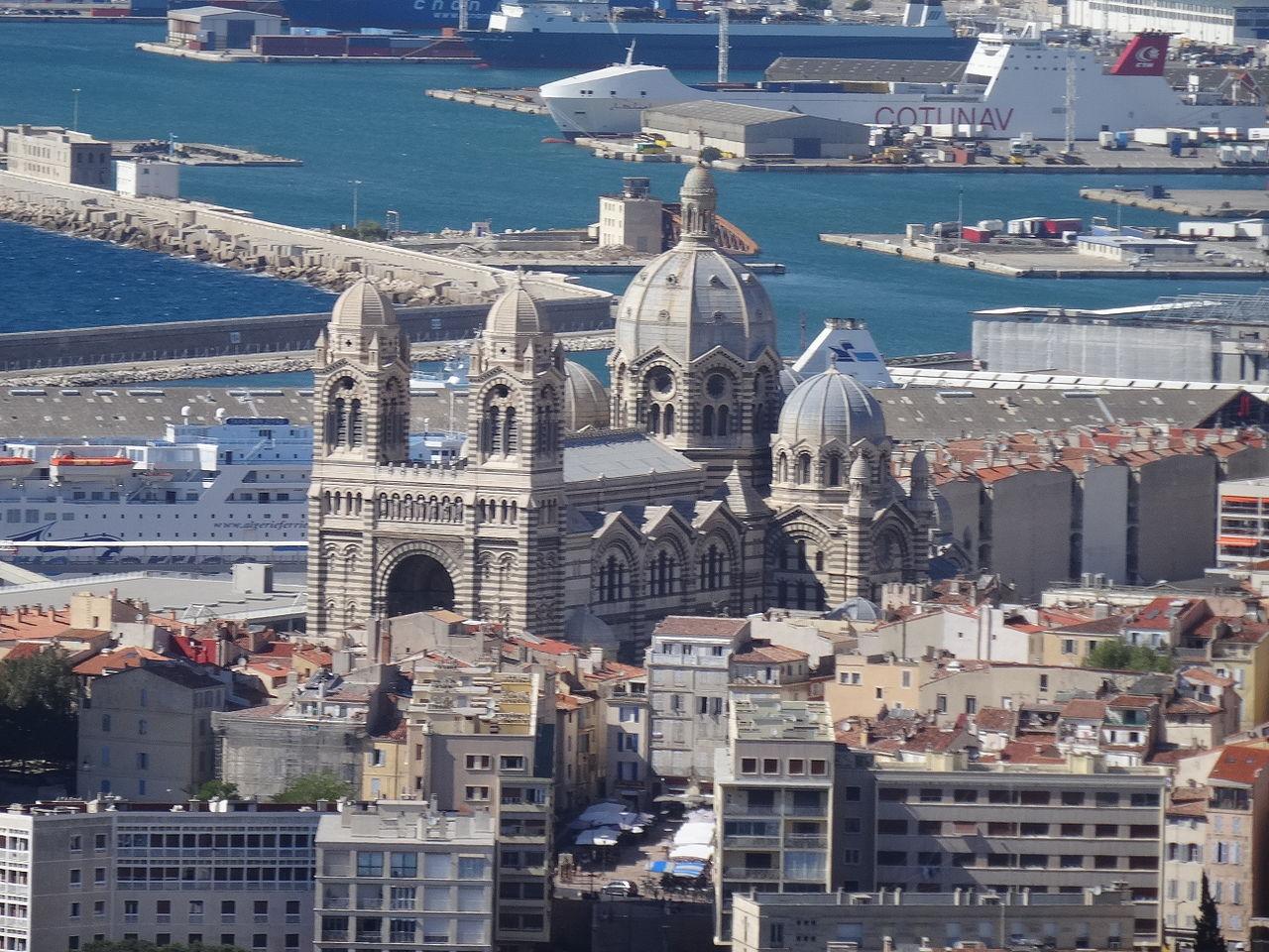Панорамный вид на Кафедральный собор Марселя