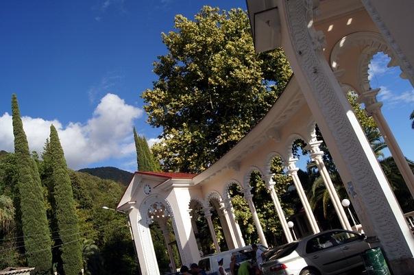 Парковка в Гагре, Абхазия.jpg