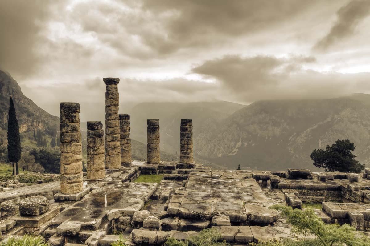 Храм Аполлона в Дельфах, Греция