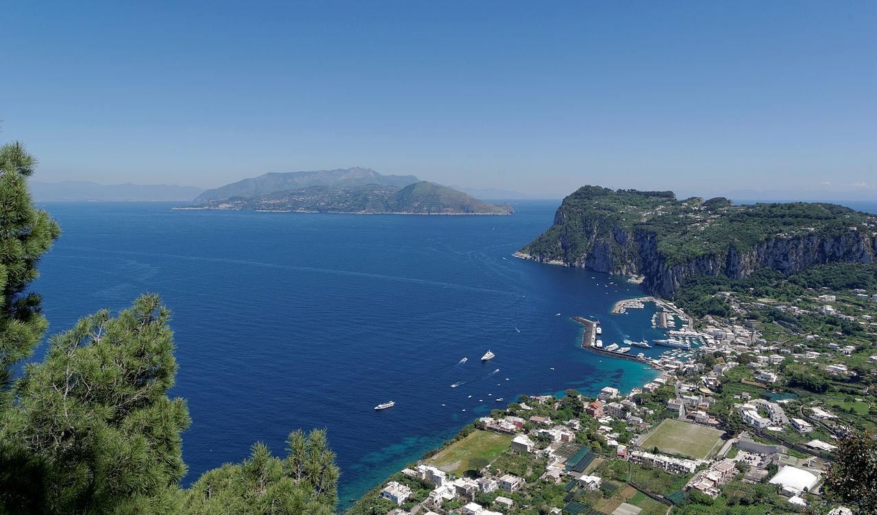 Вид на порт Марина-Гранде, Капри