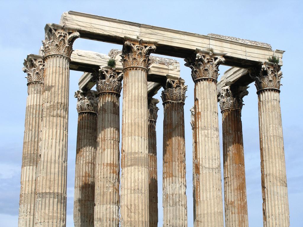 Потрепанные временем колонны, Афинский Акрополь
