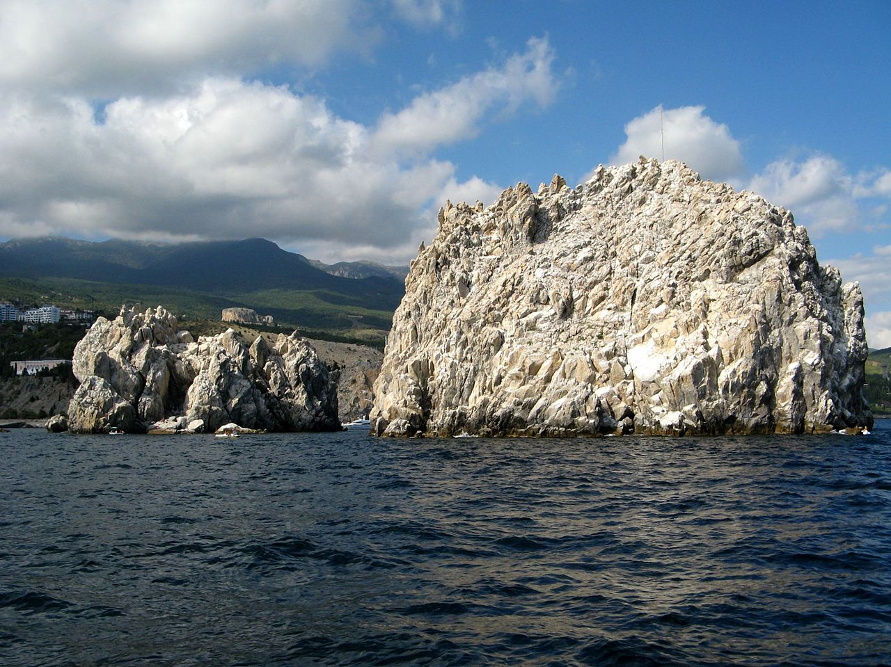 Скалы Адалары у побережья Крыма