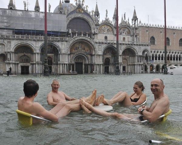 Туристы плавают на Сан-Марко.jpg
