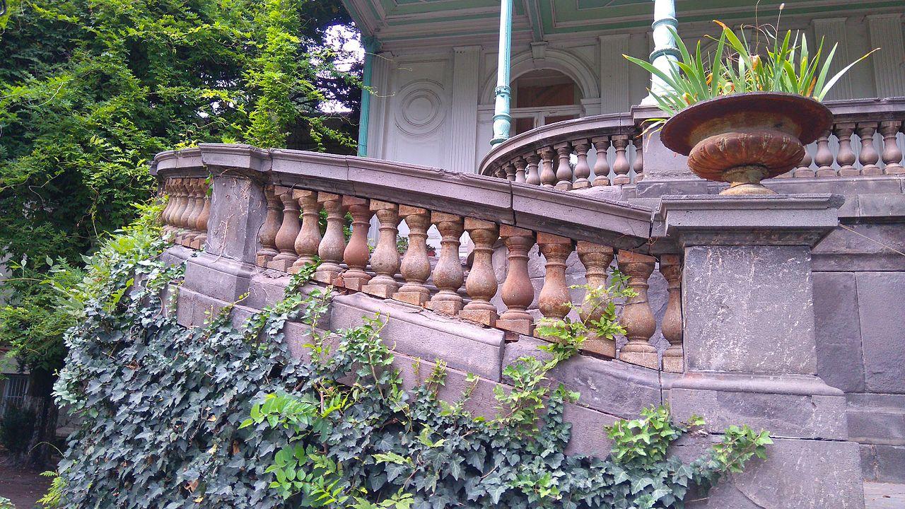 Дворец Молодежи в Тбилиси, лестница