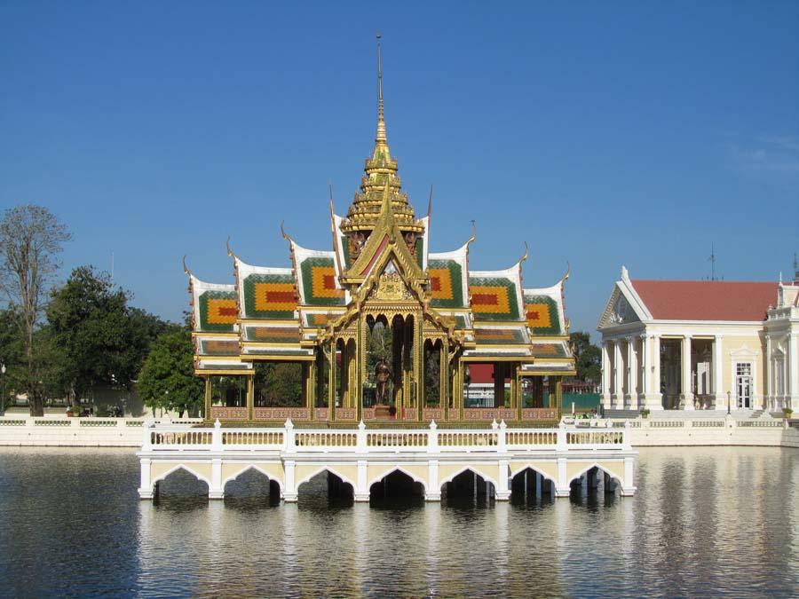 Вид на дворец Банг Па-Ин