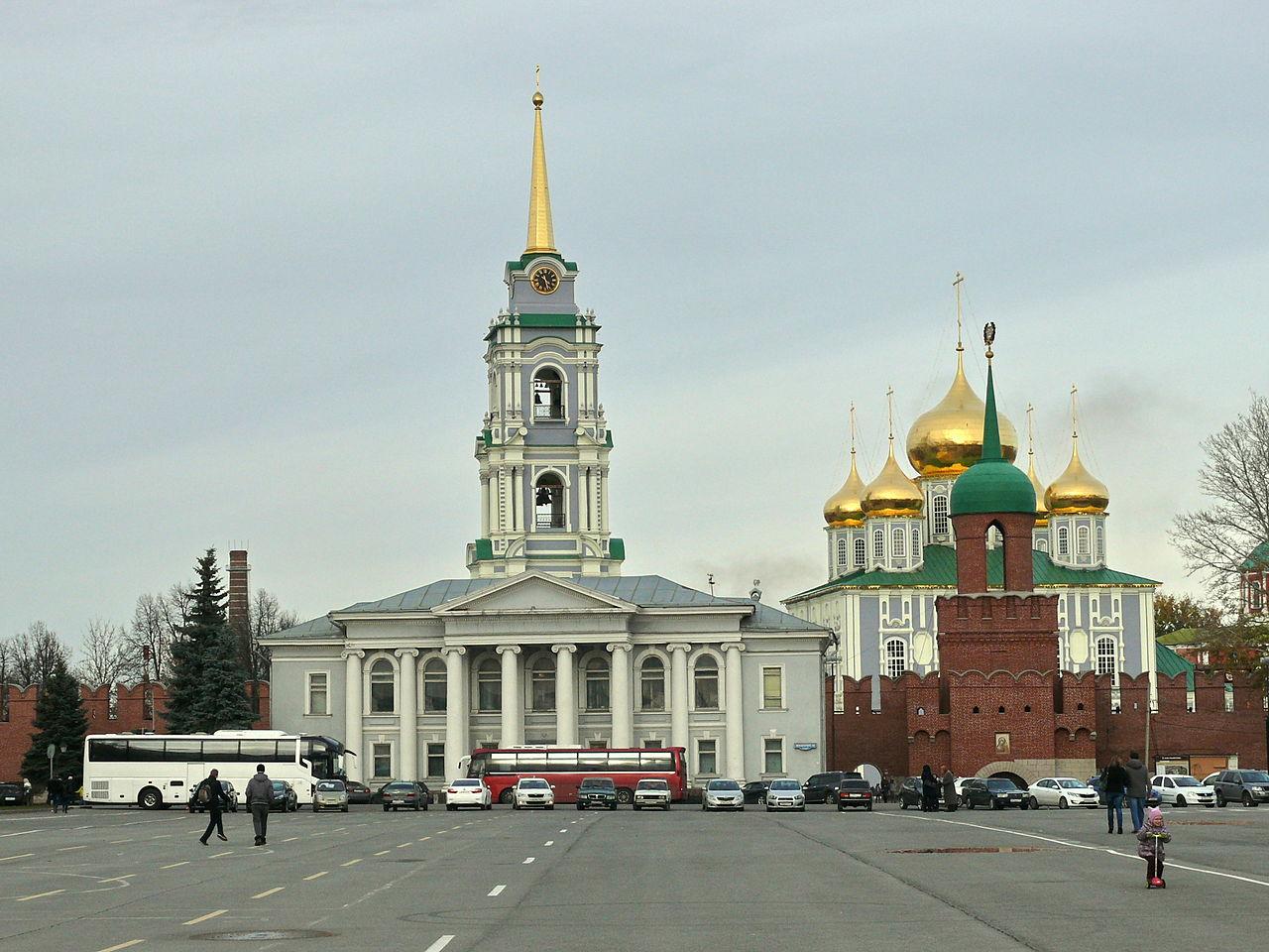 Тульский музей самоваров на фоне Тульского кремля