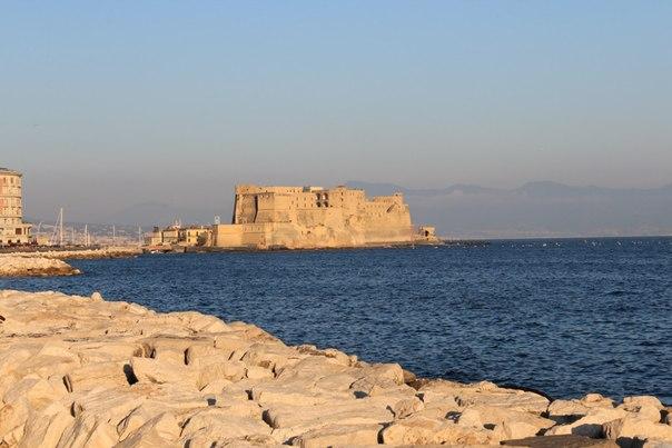 Замок Яйца, Неаполь.jpg