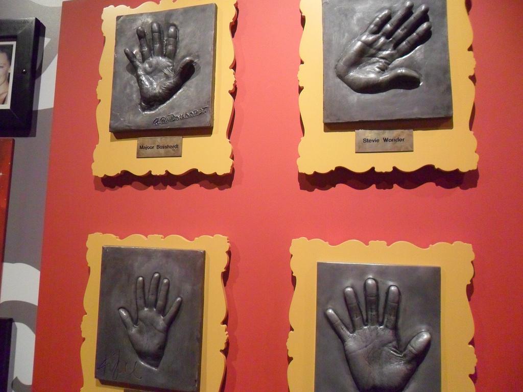 Отпечатки рук в Музее мадам Тюссо, Амстердам