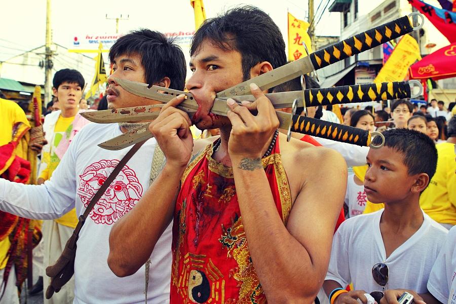 Уличное шествие в Таиланде