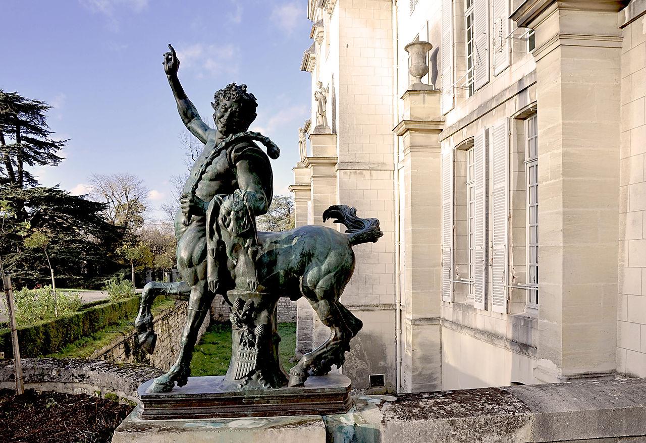 Мальмезон, статуя молодого кентавра на юго-западной стороне сада