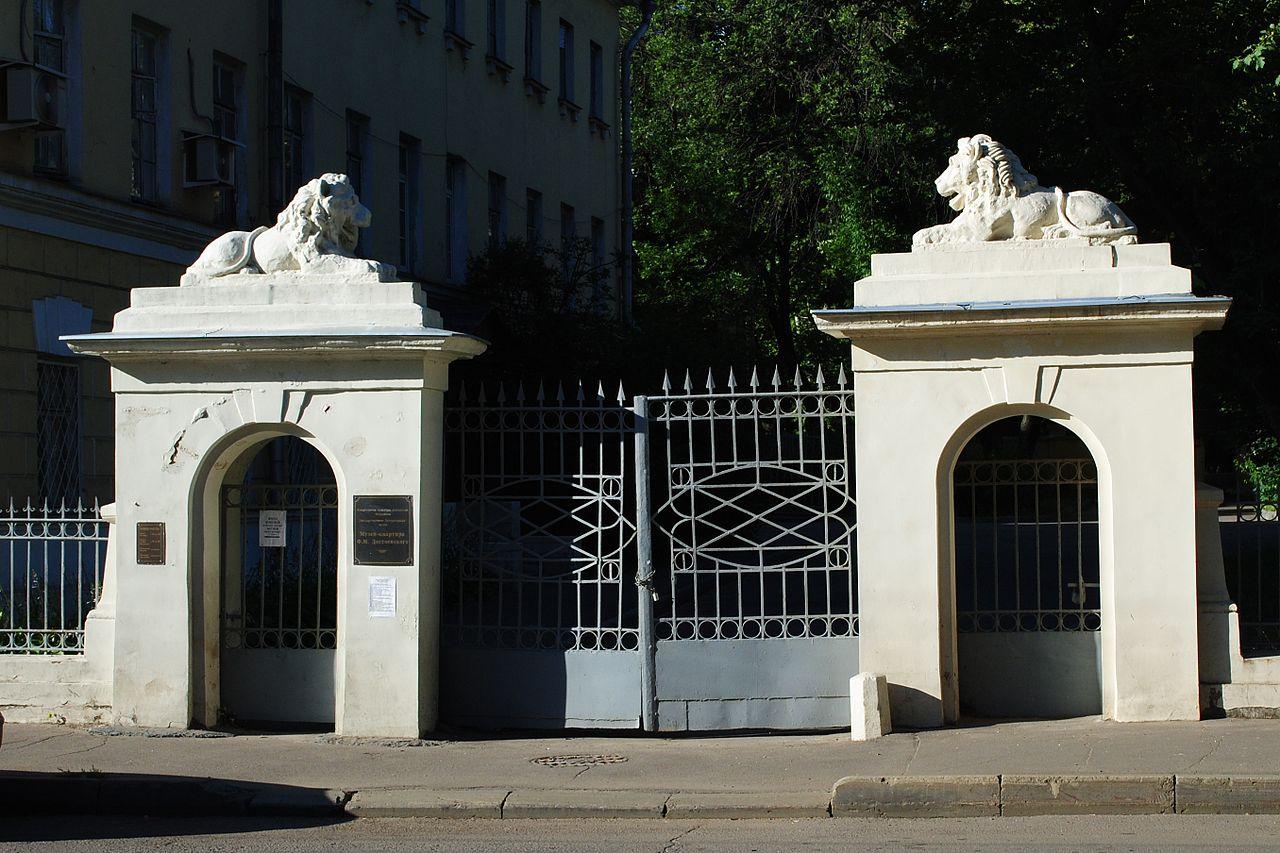 Музей-квартира Достоевского в Москве, ворота