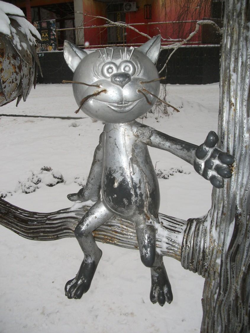 Памятник котенку с улицы Лизюкова, котенок