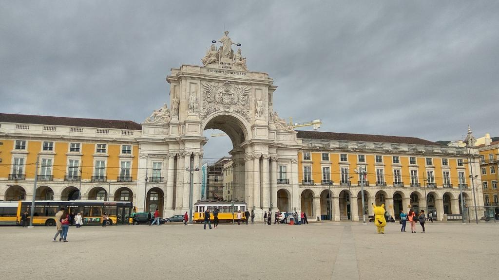 Триумфальная арка на площади Коммерции в Лиссабоне