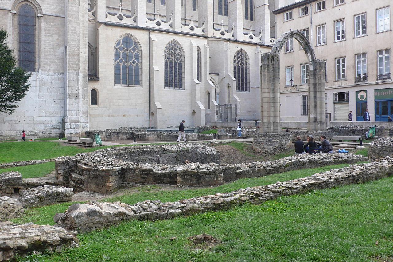 Собор Сен-Жан, археологические раскопки
