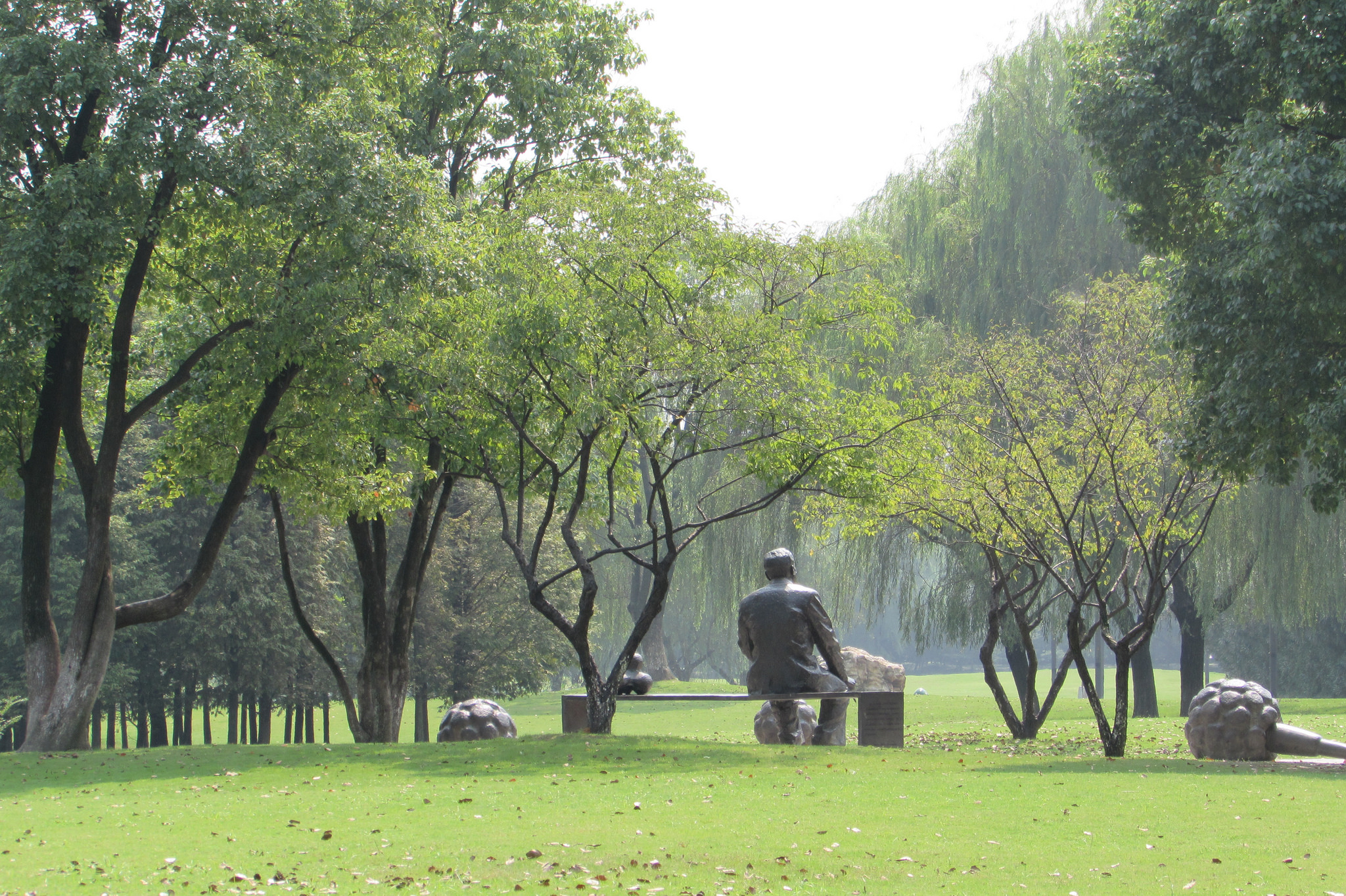 Чжэцзянский университет, скульптура в парке