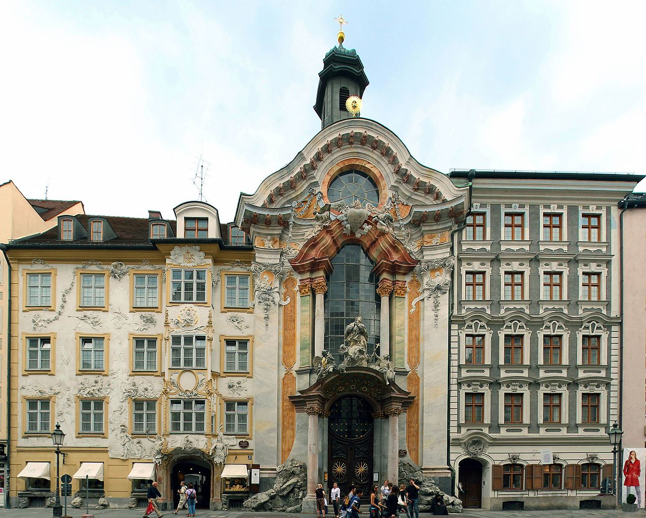 Азамкирхе — церковь святого Иоанна Непомуцкого в Мюнхене