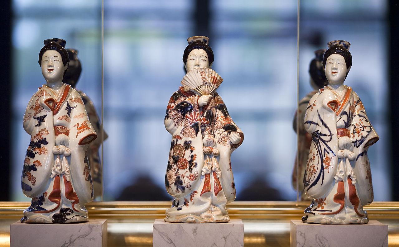 Музей фарфора в Дрездене, японские дамы из фарфора Имари