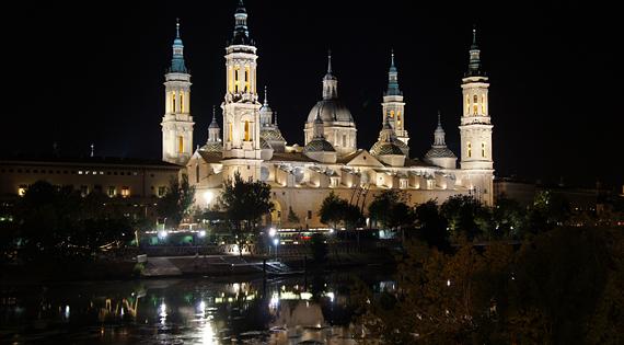 Ночная Сарагоса, Испания.jpg