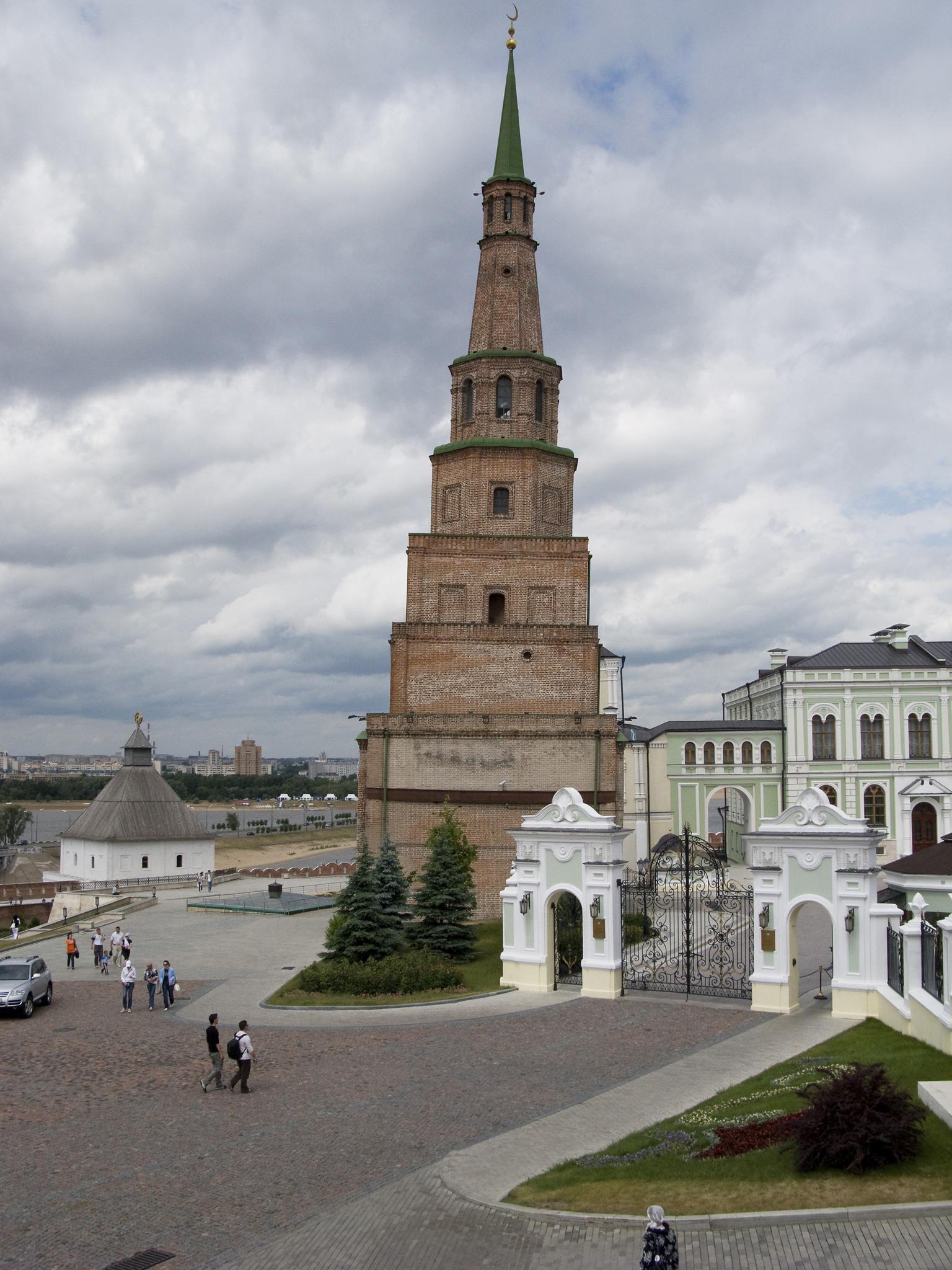 Падающая башня Сююмбике, Казань
