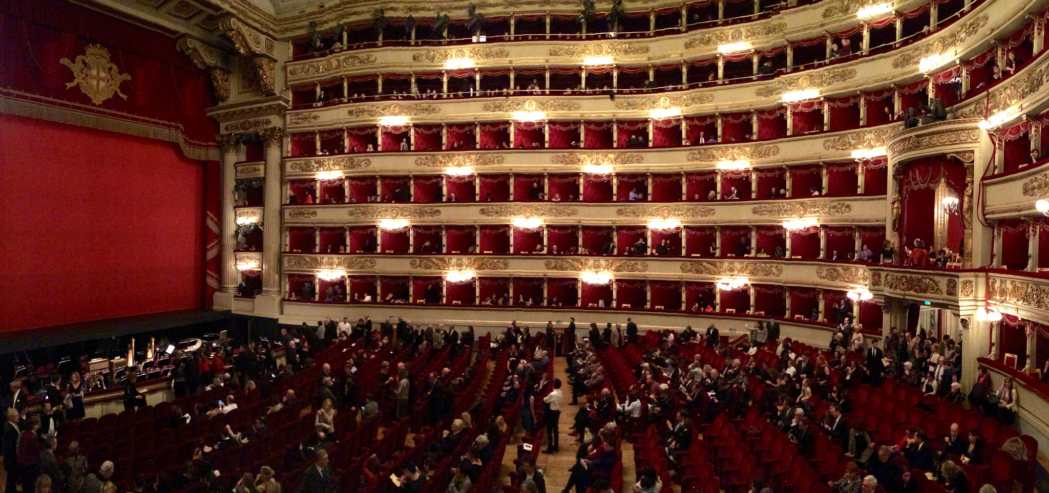 Сцена в театре Ла Скала, Милан