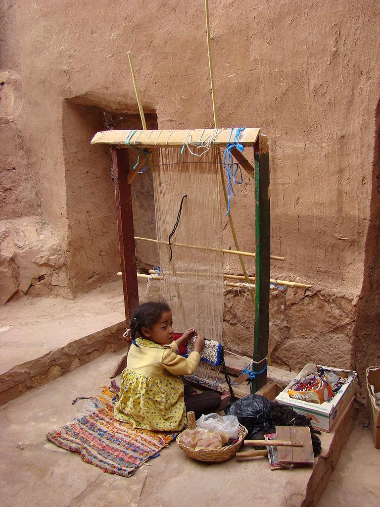 Айт-Бен-Хадду, за ткацким станком