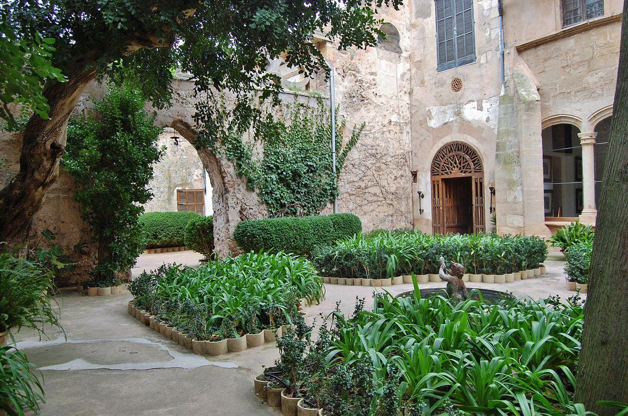 Вальдемоса, дворец короля Санчо