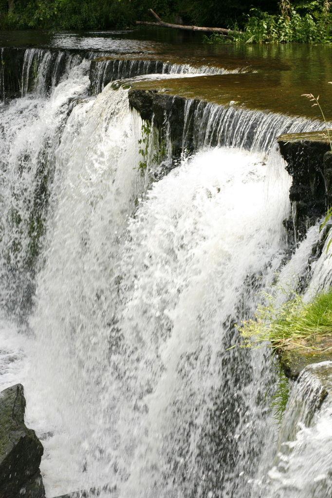 Крупный водопад Кейла в Эстонии.jpg