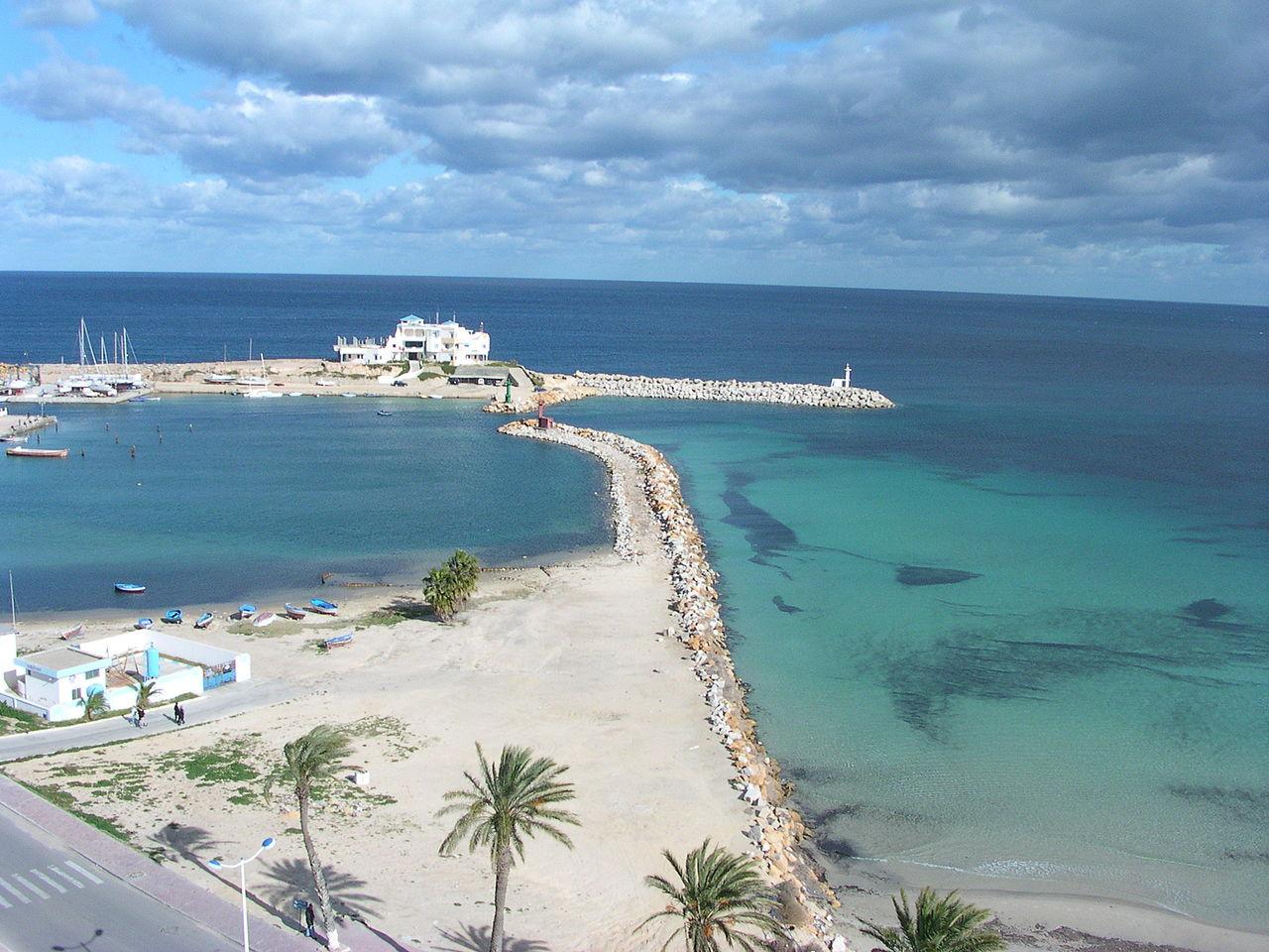 Пляж и порт Монастира
