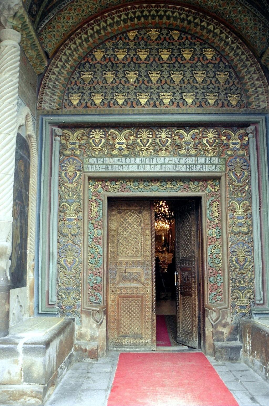 Эчмиадзинский кафедральный собор, вход