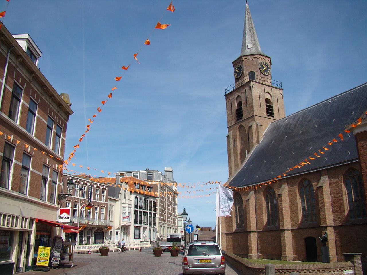 Одна из улиц Схевенингена и Старая церковь