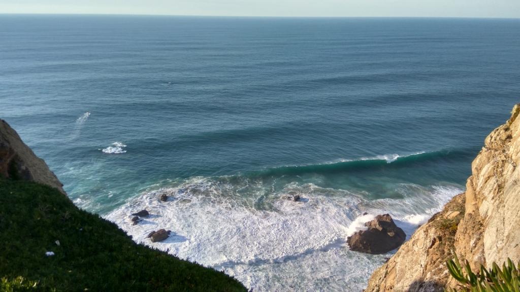 Воды Атлантического океана у мыса Рока, Португалия