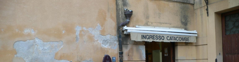 Вывеска над входом в катакомбы капуцинов, Палермо