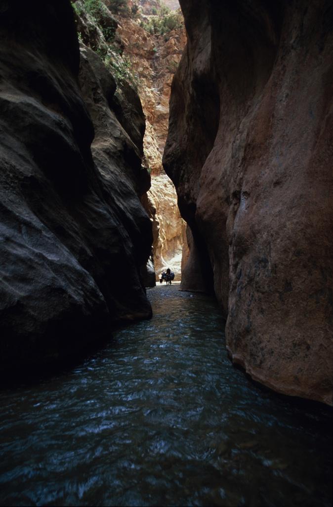 Горное ущелье Высокий Атлас, Марокко.jpg