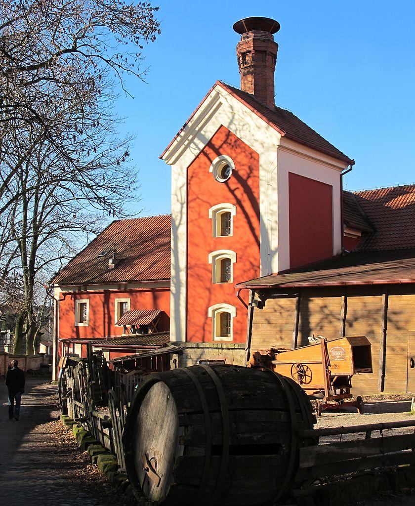 Замковая пивоварня и средневековая таверна Детенице