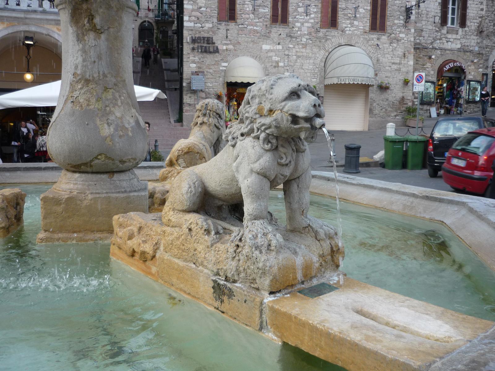 Статуя льва на фонтане, Перуджа
