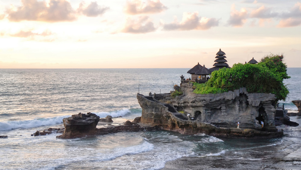 Храм Танах-Лот в Бали