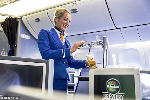KLM первой в мире предложит пассажирам разливное пиво.jpg
