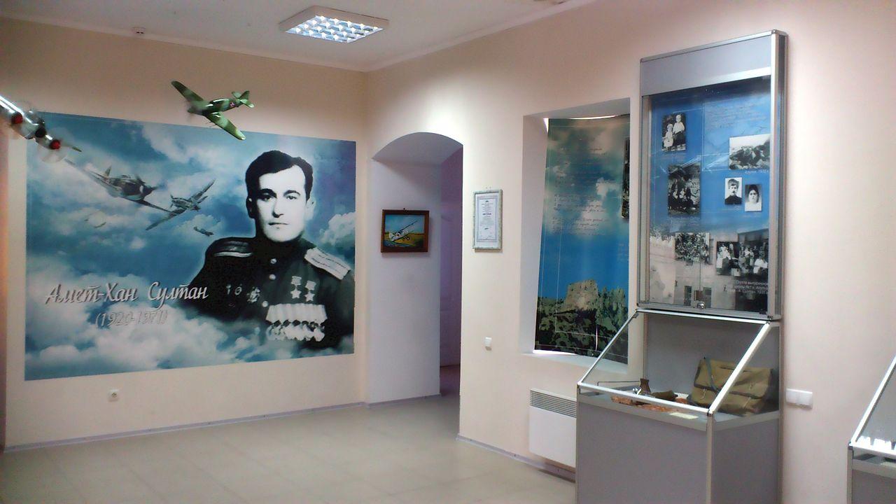 Зал Музея дважды Героя Советского Союза Амет-Хана Султана в Алупке.